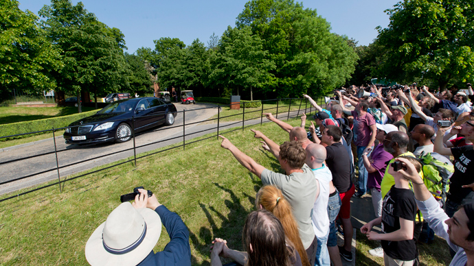Protesters shout as a vehicle arrives at the drive to the venue where it is thought the 61st annual Bilderberg Meetings is taking place in Watford, north of London, on June 6, 2013 (AFP Photo / Justin Tallis)
