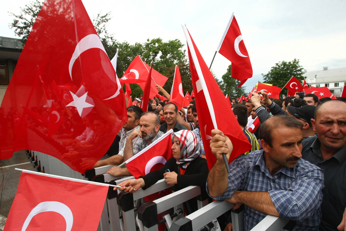 Supporters of Turkish Prime Minister Recep Tayyip Erdogan wait at Esenboga Airport for his arrival in Ankara on June 9, 2013 (AFP Photo / Adem Altan)