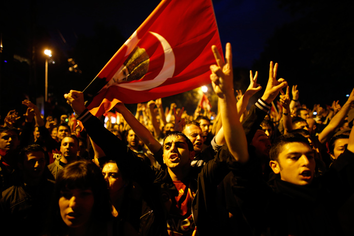 Anti-government protesters shout slogans during a demonstration in central Ankara June 8, 2013 (Reuters / Umit Bektas)