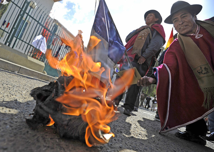 People burn a French flag in front of France's embassy in La Paz on June 03, 2013 . (AFP Photo)