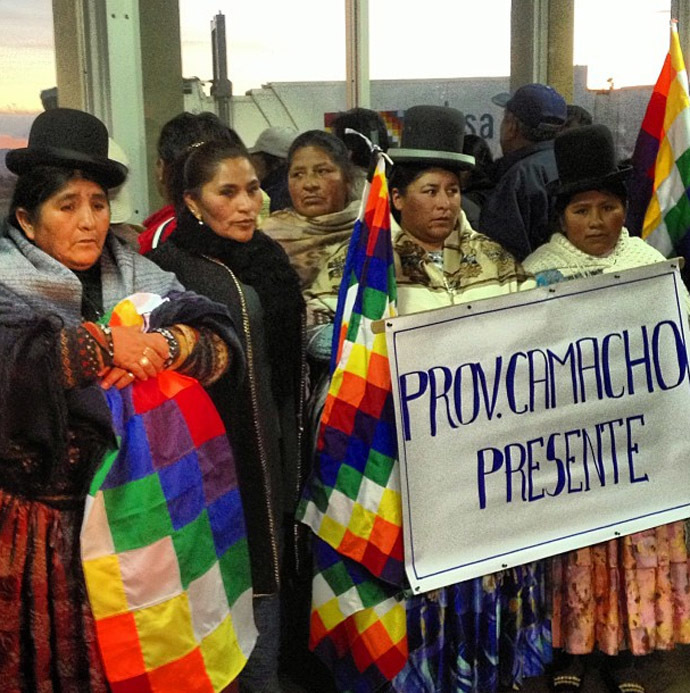 Four hours for President Evo Morales to arrive in Bolivia and the airport is already packed with people who want to welcome him. (Photo from Instagram/@RT)