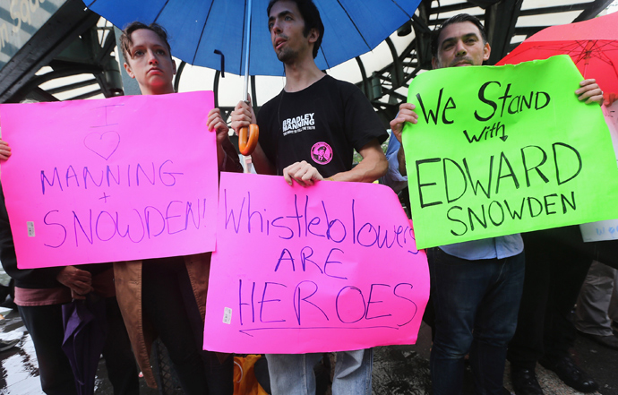 Supporters gather at a small rally in support of National Security Administration (NSA) whistleblower Edward Snowden in Manhattan's Union Square on June 10, 2013 in New York City (Mario Tama / Getty Images / AFP)