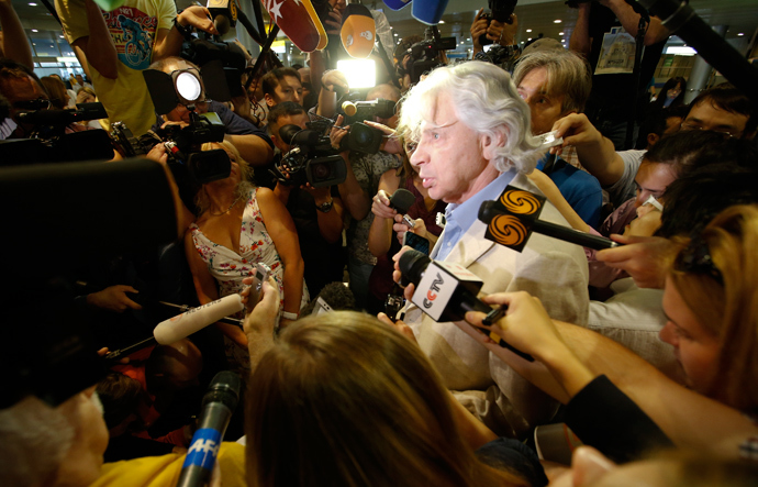 Russian lawyer Genri Reznik (C) speaks to journalists after being asked for his advice on the Edward Snowden case, at Sheremetyevo airport in Mosow July 12, 2013 (Reuters / Grigory Dukor)