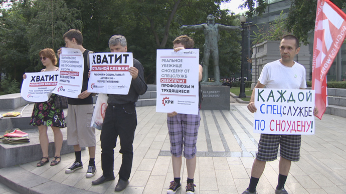 Screenshot from RT video of pro-Snowden protesters in Moscow
