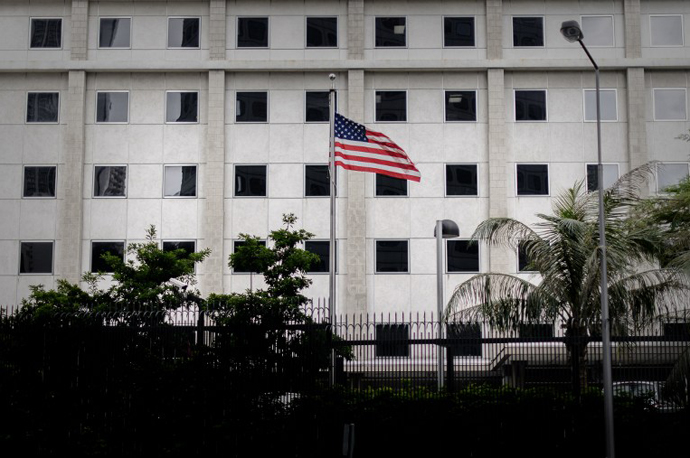 The US flag flutters in front of the US consulate in Hong Kong on June 10, 2013. (AFP Photo / Philippe Lopez)