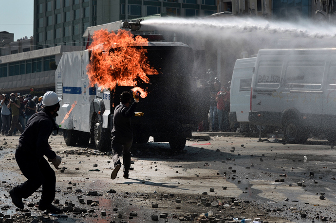 A protester throws a Molotov cocktail during clashes with riot police in Istanbul's Taksim square on June 11, 2013 (AFP Photo / Aris Messinis)