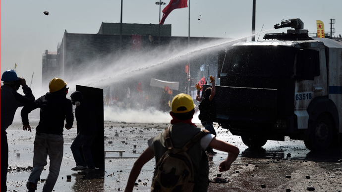 Istanbul warzone: Thousands of protesters try to reclaim Taksim Square (VIDEO)