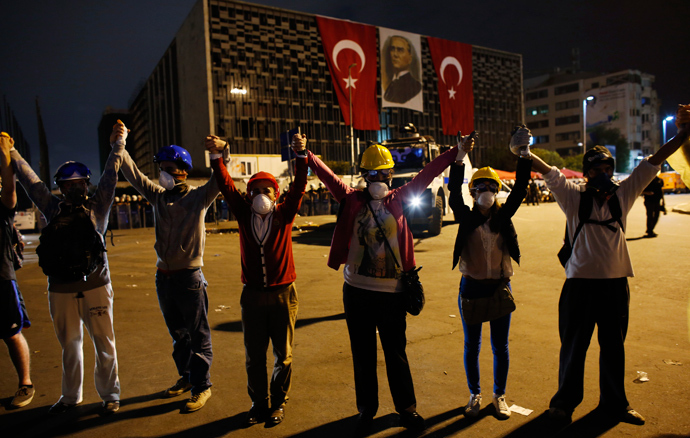 Demonstrators form a human chain in front of security forces at Taksim square in central Istanbul late June 12, 2013 (Reuters / Murad Sezer)