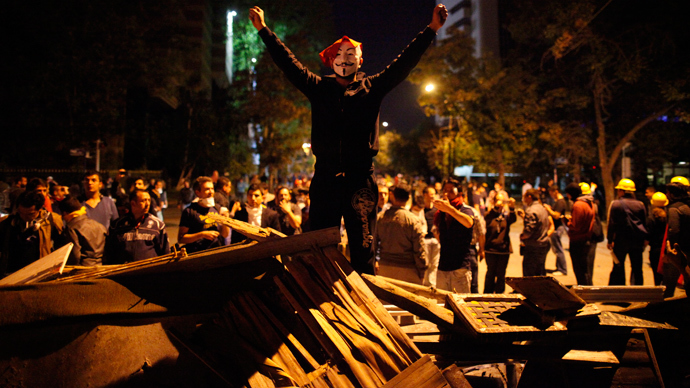Barricades and chants in response to Turkish PM's 24-hour deadline