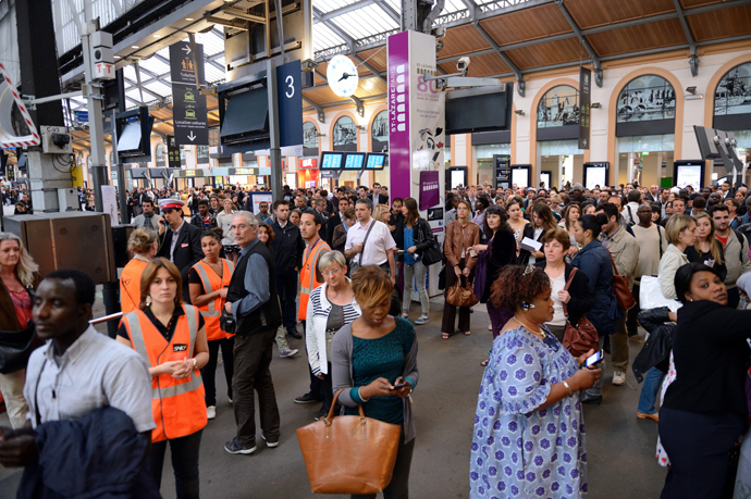 People wait for trains at the Saint Lazare train station during a strike by French SNCF railway company employees on June 13, 2013, in Paris (AFP Photo / Eric Feferberg)