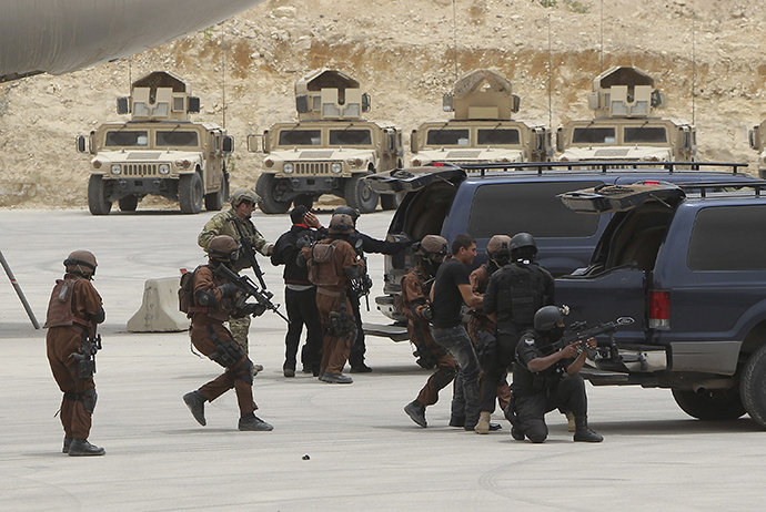 "Jordanian and U.S. special forces demonstrate their skills at the King Abdullah Special Operations Training Centre during their ""Eager Lion"" military exercise in Amman May 27, 2012. (Reuters / Ali Jarekji)"