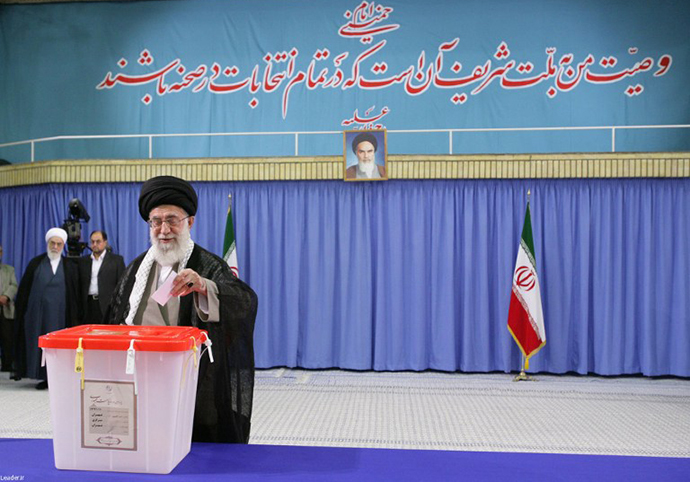A handout picture released by the official website of the Iranian supreme leader Ayatollah Ali Khamenei shows him casting his vote in Tehran on June 14, 2013. (AFP Photo)