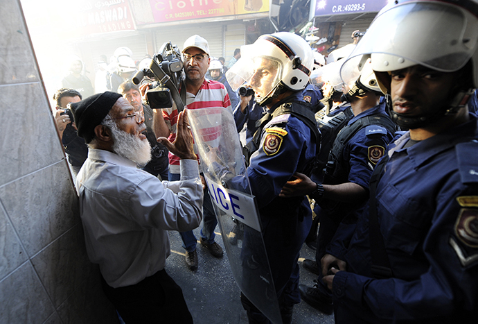 Riot police detain an anti-government protester in Manama October 12, 2012. (Reuters)