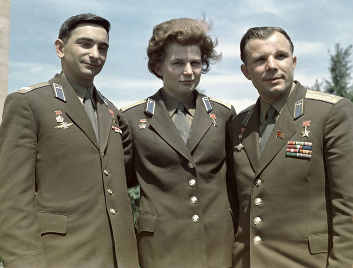 They flew Vostok spacecraft: Pilots-Cosmonauts of the USSR Heroes of the Soviet Union Valery Bykovsky (left), Valentina Tereshkova (center) and Yuri Gagarin (right).(RIA Novosti)