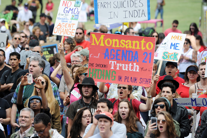 People carry signs during a protest against agribusiness giant Monsanto in Los Angeles on May 25, 2013. (AFP Photo)