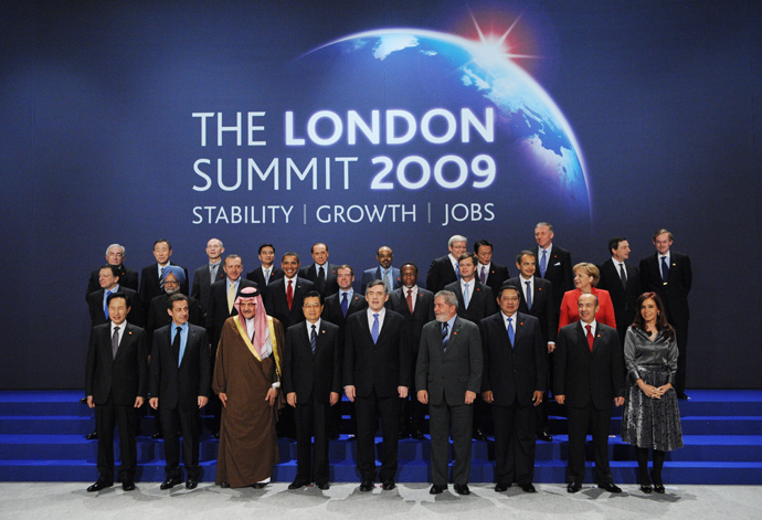 G20 leaders pose for a family photo during the G20 summit at the ExCel centre, in east London, on April 2, 2009 (AFP Photo / Eric Feferberg)