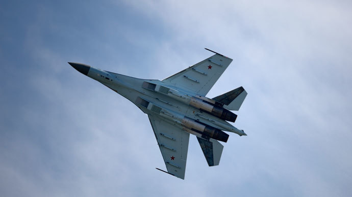A Russian Sukhoi Su-35 flies over Le Bourget airport, north of Paris, on June 17, 2013.(AFP Photo / Eric Feferberg)