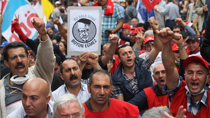 Anti-government protesters demonstrate in central Ankara on June 17, 2013 (AFP Photo / Adem Altan)
