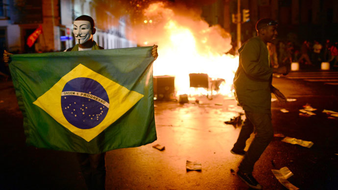 A demonstrator holds a Brazilian national flag during a protest turned violent, in downtown Rio de Janeiro on June 17, 2013. (AFP Photo / Christophe Simon)