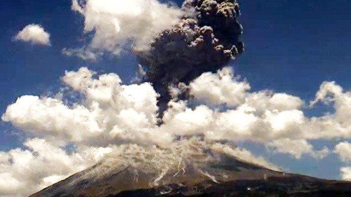 Violent explosion shakes Mexico's Popcatepetl volcano 21