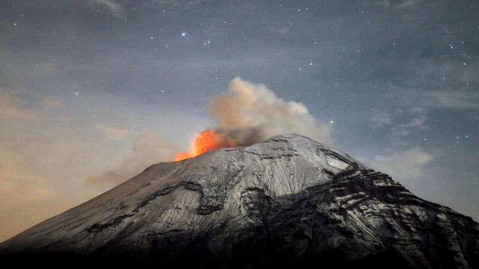 Mexican volcano spews ash 29,000 ft in the air (VIDEO)