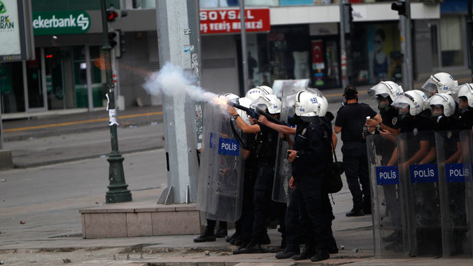 Police fire tear gas at demonstrators during protests at Kizilay square in central Ankara.(Reuters / Dado Ruvic)