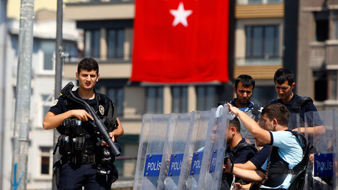 Turkish police stand guard at the entrance of Gezi Park at Taksim Square in Istanbul.(Reuters / Marko Djurica)