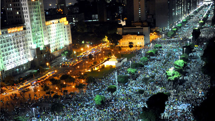 People march in downtown Rio de Janeiro on June 20, 2013.(AFP Photo / Tasso Marcleo)