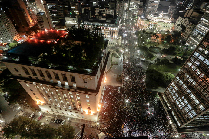 Students take part in a demonstration next to the city hall building and the Municipal Theater in Sao Paulo, Brazil on June 18, 2013 (AFP Photo / Miguel Schincariol)