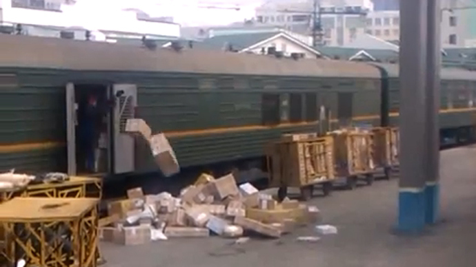 Savage barrage: Parcel abuse sparks outrage at Russian Post (VIDEO)