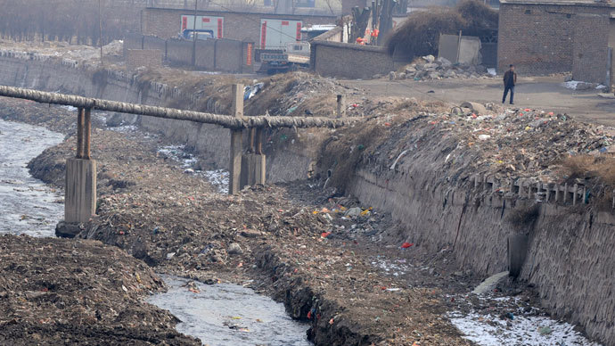 A resident walks on the banks of a polluted river filled with dumped garbage at a suburban area of Taiyuan, Shanxi province.(Reuters / Stringer)