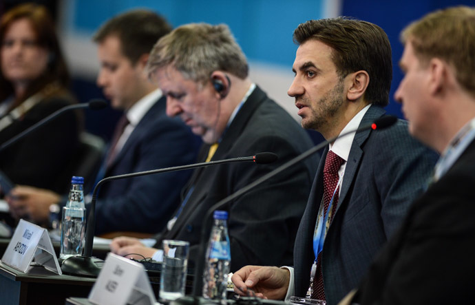 Mikhail Abyzov, Chairman of Russia's biggest engineering company E4 Group, and other panelists at SPIEF 2013 (RIA Novosti).