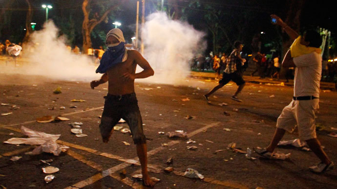 Demonstrators clash with police during an anti-government protest in Belem, at the mouth of the Amazon River, June 20, 2013.(Reuters / Ney Macondes)