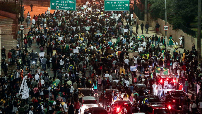 Protester killed, dozens injured as Brazil police face off with a million in 100 cities 7