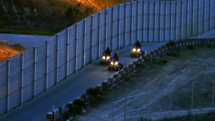 Lockdown USA: Congress plans 700-mile 'surge' on Mexico border