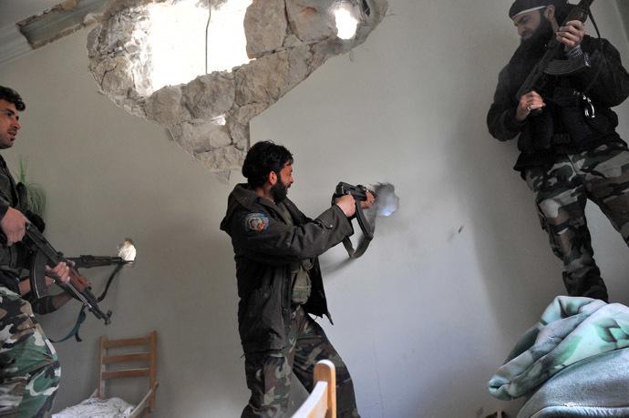 Syrian rebels (AFP Photo/Bulent Kilic)