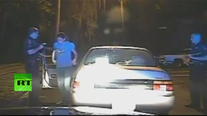 Cops force woman to shake out her bra during traffic stop (VIDEO)