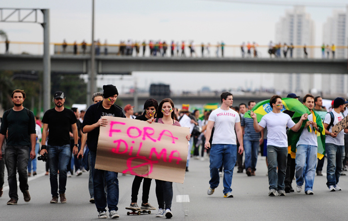 Demonstrators carry a cardboard message as they block Presidente Dutra highway and the access to reach Guarulhos International Airport during an anti-government protest on the outskirts of Sao Paulo June 21, 2013 (Reuters / Junior Lago)