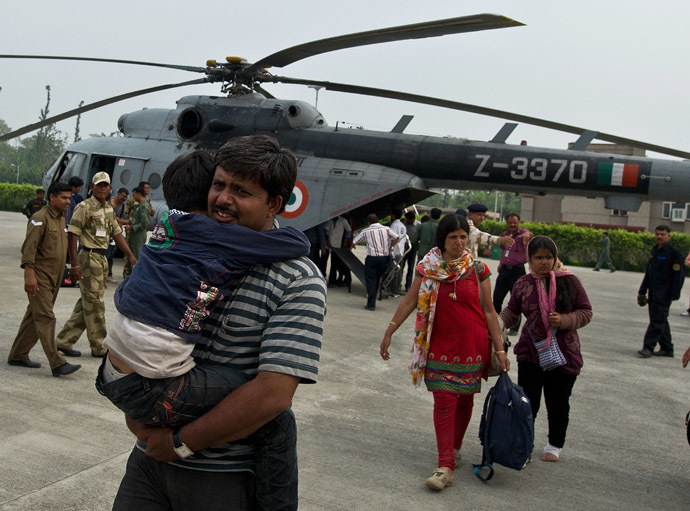 Indian pilgrims evacuated from flood-hit areas by the Indian Air Force (IAF) arrive at the Jolly Grant Airport in Dehradun, state capital of Uttarakhand on June 21, 2013. (AFP Photo)