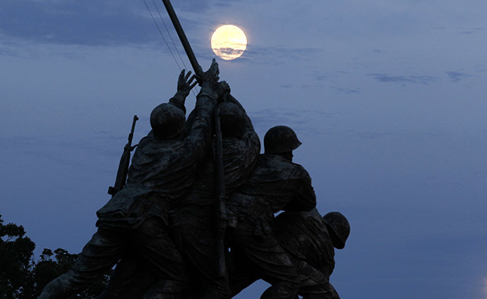 "The largest full moon of 2013, also referred to as a ""super moon,"" rises over the Iwo Jima memorial in Arlington, Virginia, near Washington, June 22, 2013. (Reuters / Jason Reed)"