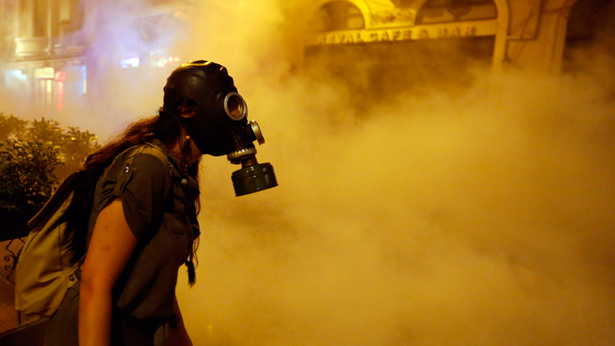A protestor wears a gas mask during clashes with police near Taksim Square in Istanbul June 22, 2013 (Reuters / Marko Djurica)