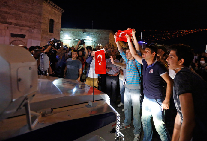 Protesters try to stop a riot police vehicle at Taksim Square in Istanbul June 22, 2013 (Reuters / Marko Djurica)