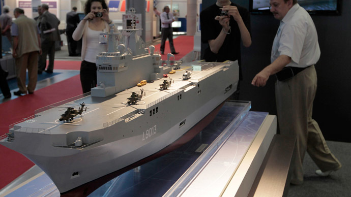 A scale model of Mistral helicopter carrier showcased at the 2011 International Maritime Defence Show at St. Petersburg's Lenexpo exhibition center. (RIA Novosti)