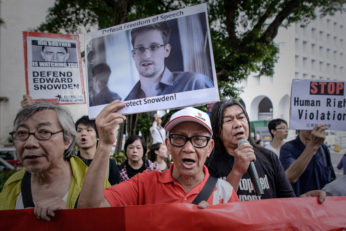 In this file picture taken on June 13, 2013 protesters shout slogans in support of former US spy Edward Snowden as they march to the US consulate in Hong Kong. (AFP Photo)