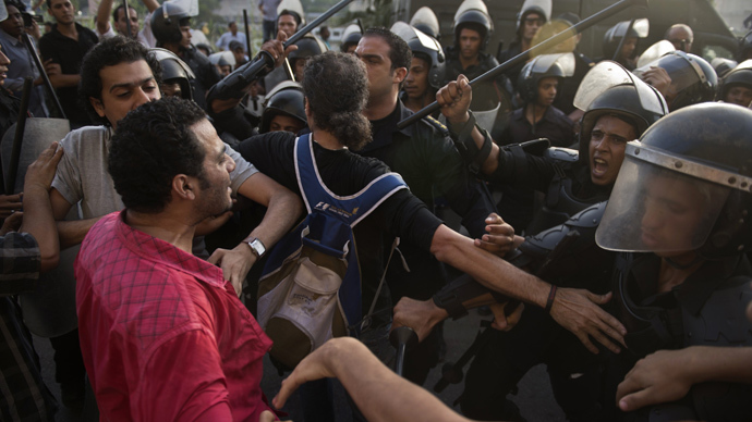 Over 200 injured as Morsi supporters, opponents clash north of Cairo