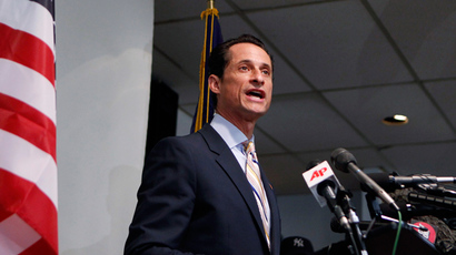 Weiner caught still sexting after Twitter scandal cost him job in Congress