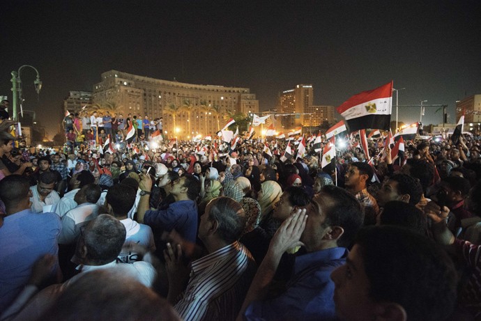 Hundreds of Egyptian anti government protesters shout political slogans against Egyptian President Mohammed Morsi in Egypt's landmark Tahrir square as they watch Morsi's speech protesting against government and the Muslim Brotherhood on June 26, 2013 in Cairo, Egypt (AFP Photo / Gianluigi Guercia)