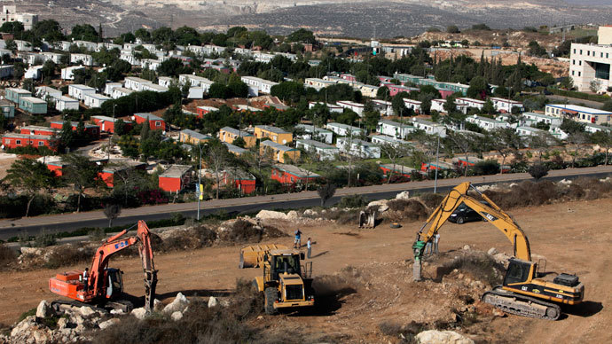 Construction vehicles prepare the ground as building of a housing project resumes in the West Bank Jewish settlement of Ariel.(Reuters / Nir Elias)