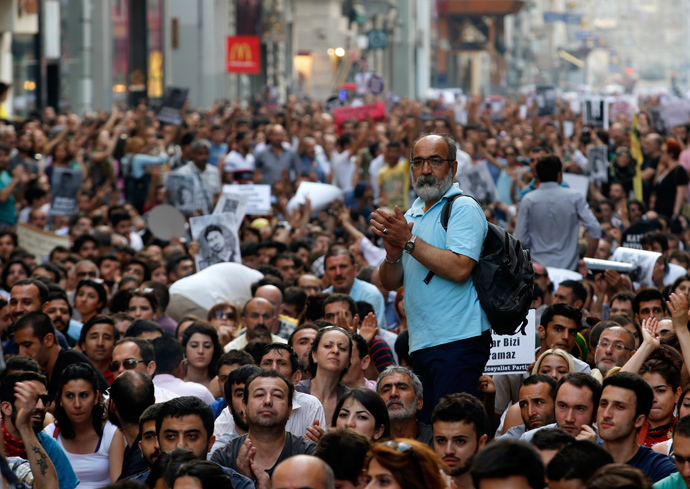 A protester applauds during an anti-government protest at Taksim Square in Istanbul June 29, 2013 (Reuters / Umit Bektas)