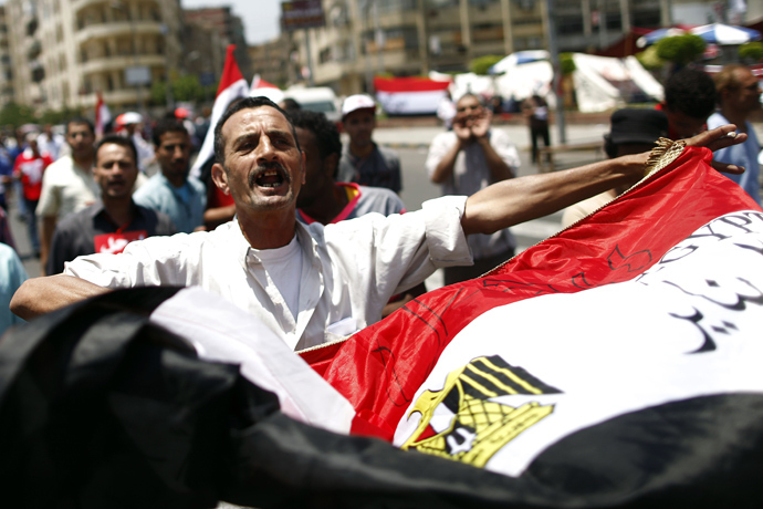 An opponent of Egypt's Islamist President Mohamed Morsi shouts slogans while waving his national flag during a protest calling for his ouster outside the presidential palace in Cairo on June 30, 2013 (AFP Photo / Khaled Desouki)